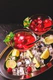 Коктеиль дайкири клубники с известкой, клубникой, вишней и m Стоковая Фотография RF