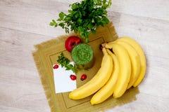 Коктеиль витамина зеленый Вытрезвитель smoothies Стоковая Фотография RF