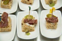 Коктеиль еды на белизне plat Стоковое Фото