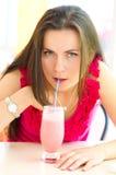 Коктеиль женщины выпивая Стоковые Изображения RF