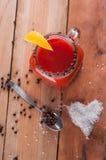 Коктеиль кровопролитной Mary на деревянном столе Стоковые Изображения