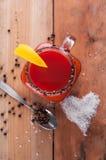 Коктеиль кровопролитной Mary на деревянном столе Стоковое фото RF