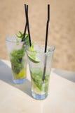 Коктеиль свежести питья мяты mohito Mojito на пляже Стоковые Фото