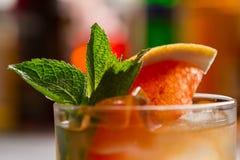Коктеиль с куском грейпфрута Стоковое Фото