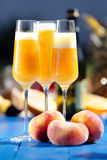 Коктеиль Bellini итальянки спиртной с персиком Стоковое Изображение RF