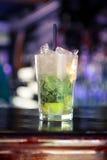 Коктеиль Mojito на баре Стоковые Изображения