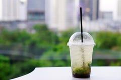 Коктеиль Mojito - домодельное освежая питье лета с известкой, лимоном и мятой Стоковые Изображения RF