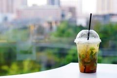 Коктеиль Mojito - домодельное освежая питье лета с известкой, лимоном и мятой Стоковая Фотография