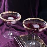 2 коктеиля на пурпуре Стоковые Фотографии RF