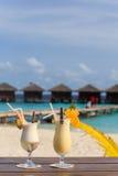 2 коктеиля на тропическом пляже Стоковые Фото