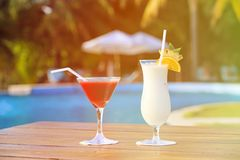 2 коктеиля на тропическом пляже Стоковая Фотография RF