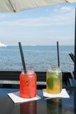 2 коктеиля перед водой Стоковые Изображения RF