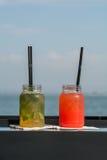 2 коктеиля перед водой Стоковое фото RF