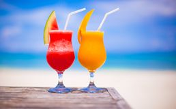 2 коктеиля свежие арбуз и манго дальше Стоковые Фотографии RF