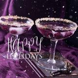 2 коктеиля спирта с ягодами на пурпуре квадрат Стоковое фото RF
