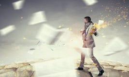 Коктейль Молотоваа бизнесмена бросая Мультимедиа стоковые изображения