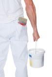 Колеривщик держа ролик и ведро краски Стоковое Изображение