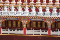 Колеса молитве на Yarchen Gar в Сычуань, Китае Gar Yarchen t Стоковая Фотография RF