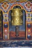 Колеса молитве расположенные внутри королевского дворца известного как дворец Dechencholing thimphu стоковые фото