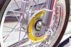 Колеса мотоцикла, спицы провода мотоцикла стоковые изображения rf