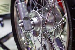 Колеса мотоцикла, спицы провода мотоцикла стоковые изображения