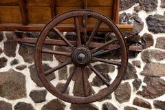Колеса старого деревянного экипажа Стоковое фото RF