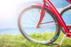 Колесо велосипеда на предпосылке конца моря вверх Стоковое Изображение