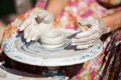 колесо горшечника руки Стоковое Изображение