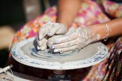 колесо горшечника руки Стоковое Фото