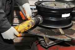 колесо диска чистки автомобиля стоковое изображение