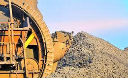 колесо землечерпалки коричневого угля ведра выкапывая Стоковая Фотография RF