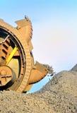 колесо землечерпалки коричневого угля ведра выкапывая Стоковая Фотография