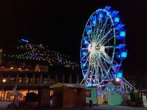 Колесо и рождественская елка Ferris в центре Gubbio Стоковые Изображения RF