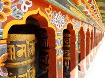 Колесо молитве на Changangkha Lhakhang, Тхимпху, Бутане стоковые изображения
