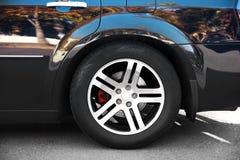 Колесо роскошного черного автомобиля, Стоковое Фото
