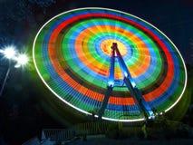 Колесо Ferris вращает на ноче Стоковое фото RF