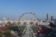 Колесо ferris города стоковая фотография rf