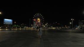 Колесо Ferris на ноче в городе Батуми, Georgia видеоматериал