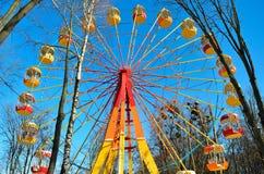 Колесо Ferris на предпосылке голубого неба Стоковые Изображения