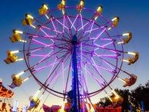 Колесо Ferris положения Калифорнии справедливое фиолетовое стоковая фотография