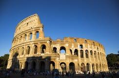 Колизей Colosseum в Риме, Италии на заходе солнца Стоковое Изображение RF