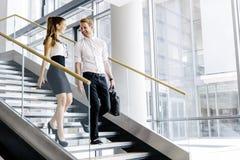 Коллеги дела говоря на лестницах Стоковые Фото