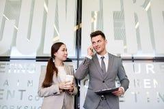 Коллеги дела на перерыве на чашку кофе Стоковые Фотографии RF