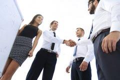 Коллеги дела рукопожатия после обсуждать новое представление Стоковая Фотография