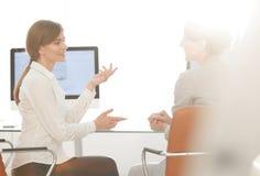 Коллеги дела сидят на вашем столе Концепция дела Стоковые Фотографии RF