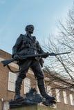 КОЛОДЦЫ TUNBRIDGE, KENT/UK - 4-ОЕ ЯНВАРЯ: Военный мемориал Tunbridge Wells в королевском Tunbridge Wells Кенте 4-ого января 2019 стоковая фотография rf