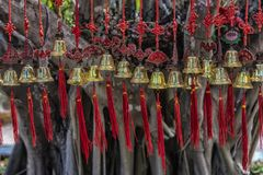 Колоколы с красными лентами стоковое фото rf