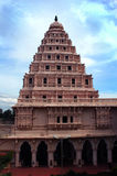Колокольня дворца maratha thanjavur с небом Стоковые Фотографии RF