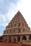 Колокольня дворца maratha thanjavur с небом Стоковая Фотография RF