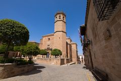 Колокольня и старый городок Ла Encina Banos de стоковые фотографии rf